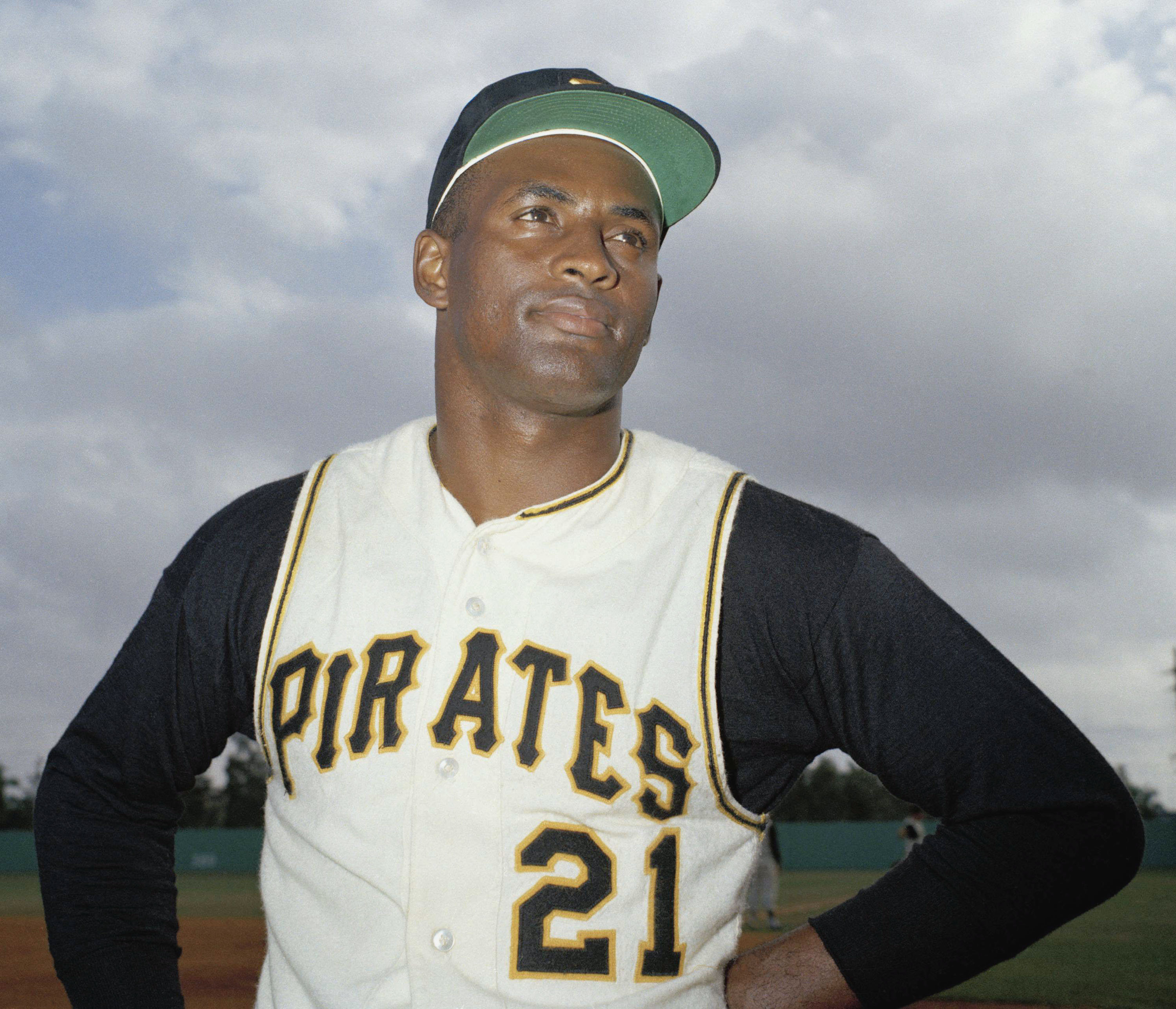 a biography of roberto clemente the baseball player Roberto clemente's birthday and biography roberto clemente was a puerto rican baseball player best remembered for his glittering career in the major baseball league.